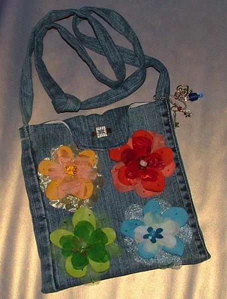 Объемные сумки из джинсов.  Без комментариев. http://remeslo.okis.ru/9-sumki.html.